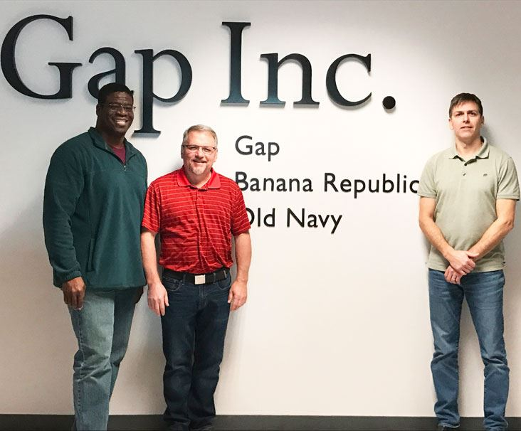 Gap_inc_Employees_and_sign_wall
